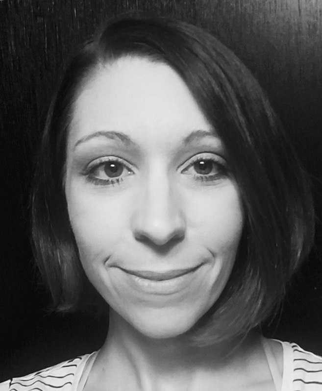 Julia Howell Stylist Mosaic Salon PDX face front